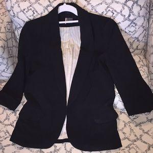 2/$50✨UO 3/4 sleeve blazer